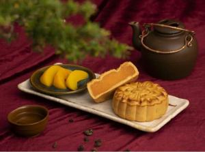 Bánh trung thu Yến Sào Khánh Hòa nhân mềm (Hộp 2 bánh x 120gr)