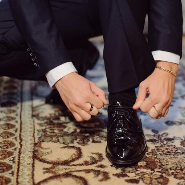 Cách buộc dây giày tây đơn giản, ai cũng có thể làm được