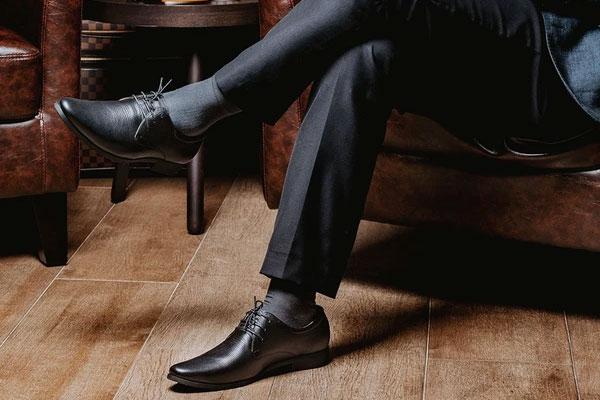 """Giày da đen đi tất màu gì ? Nên phối như nào để """"chất""""?"""