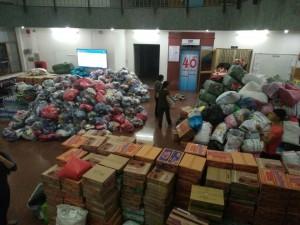 Thính giả đóng gói hàng cứu trợ tại VOH