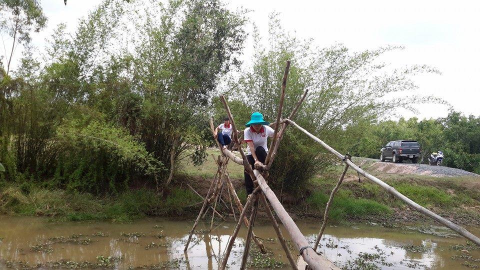 Trên đường đi khảo sát các hoàn cảnh khó khăn tại vùng biên giới Huyện Đức Huệ, tỉnh Long An