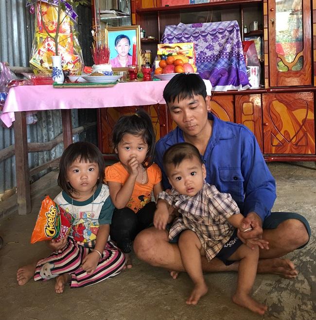 Radio kỳ 300: Người cha bị suy tim bên 3 đứa con mồ côi mẹ.