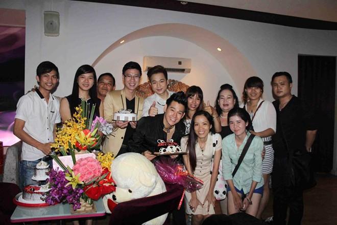 Quách Tuấn Du được fan tổ chức sinh nhật trên sân khấu