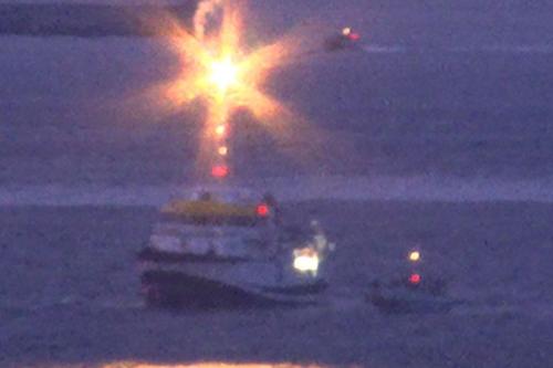 Hải quân Anh bắn pháo sáng đuổi tàu Tây Ban Nha