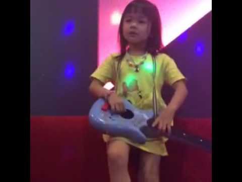Ngất ngây với cây đàn đồ chơi | Học Tiếng Anh | Tiếng Anh trẻ em | Tiếng Anh cho bé |