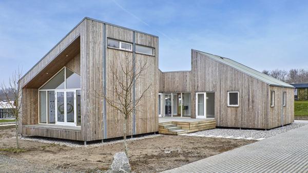 Ngôi nhà sinh học đầu tiên được xây dựng từ chất thải nông nghi