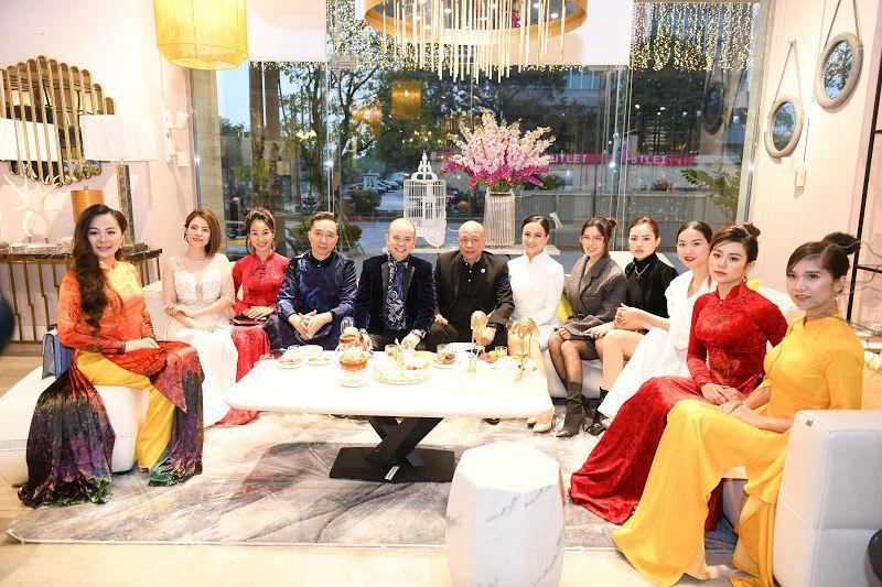 NTK Đỗ Trịnh Hoài Nam mang những mẫu Áo dài sang trọng đến bữa tiệc của Hoàng Nam Group