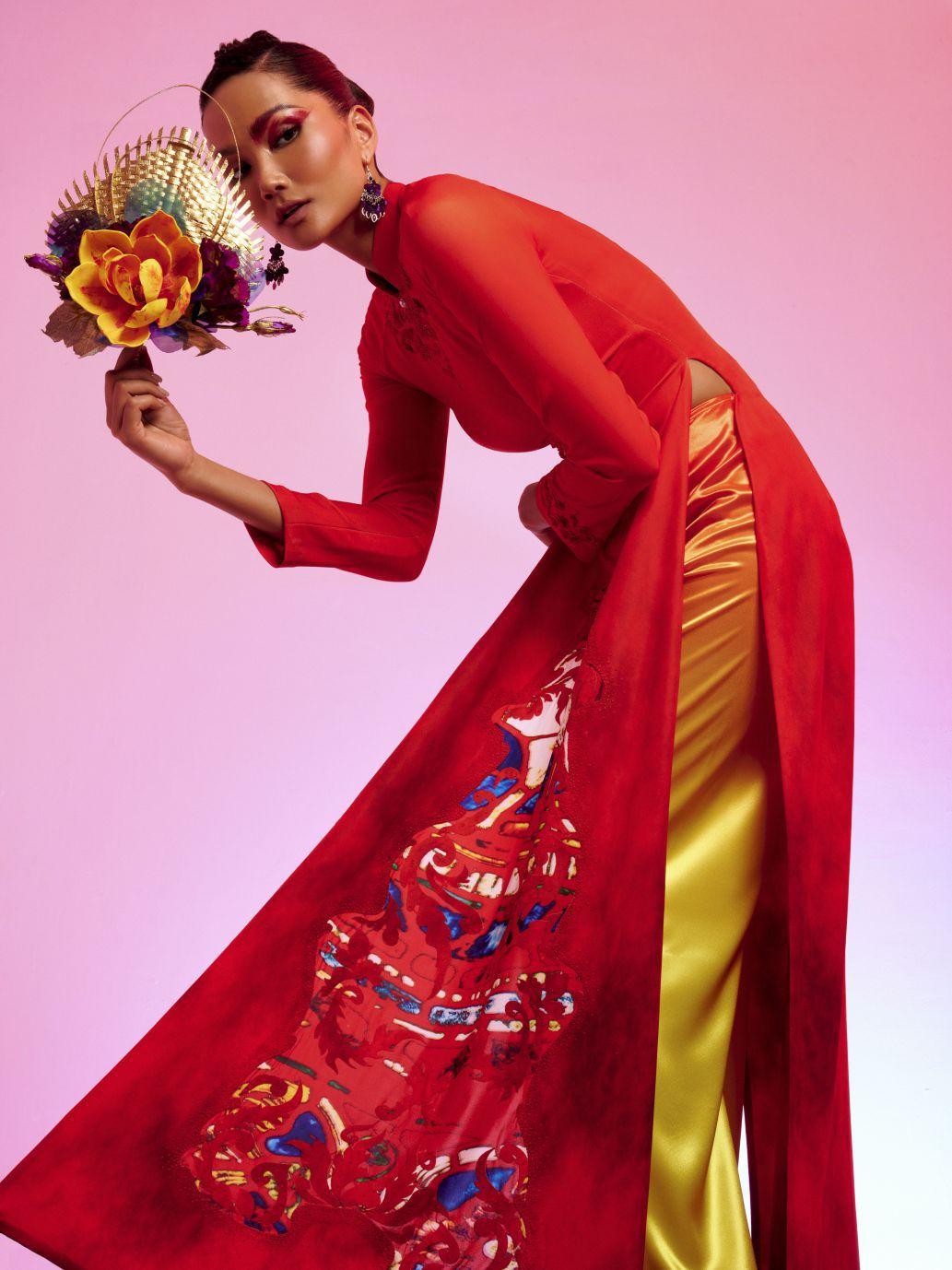 Nhà thiết kế áo dài Việt chi 10 tỷ đồng giúp làng nghề mùa Covid-19