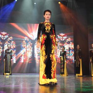 Người đẹp xứ Hàn nổi bật cùng áo dài