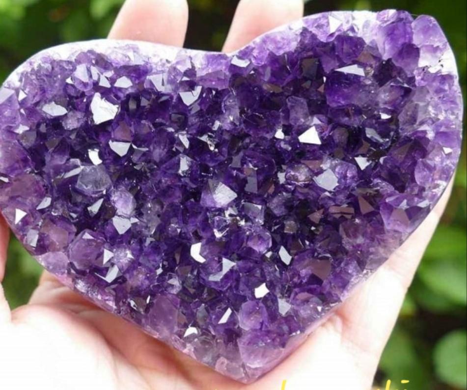 Công dụng và ý nghĩa của việc sử dụng thạch anh tím Amethyst
