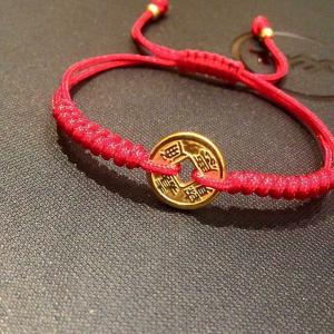 vòng dây tết đỏ charm xu vàng 24k