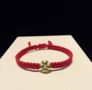 Vòng dây tết đỏ charm 4 lá vàng 24k