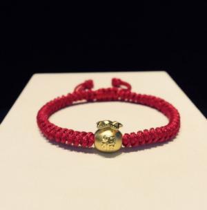 vòng dây tết đỏ charm túi tiền vàng 24k