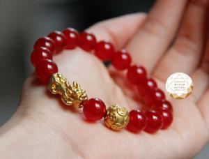 Vòng tay thạch anh đỏ mix charm tỳ hưu _ kim tiền  bạc mạ vàng 24k tài lộc thịnh vượng