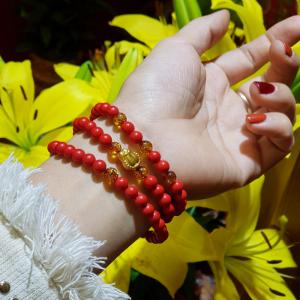 Vòng tay chusa đỏ mix charm tay phật vàng 24k kết hợp hổ phách ong