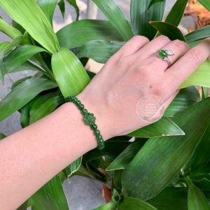 Vòng ngọc bích  xanh mix charm cỏ bốn lá ngọc vip