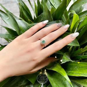 Nhẫn Emerald - Ngọc Lục Bảo viền đá - Bạc si vàng trắng 18k