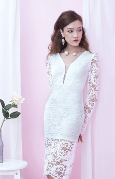 Đầm trắng ren ngự xẻ sâu
