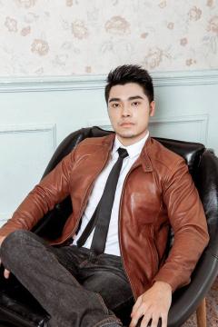 Runner Nguyễn Huy Hoàng - Lịch lãm với mẫu áo da cừu LightBrown