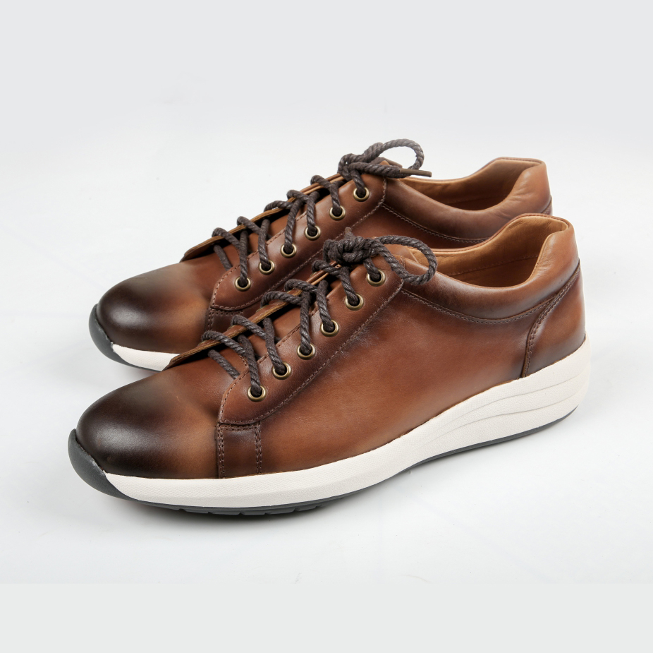 Giày Sneaker da thật tại Việt Nam