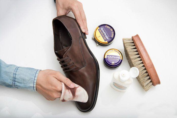 Tại sao phải dưỡng ẩm giày, đừng lạm dụng xi đánh giày