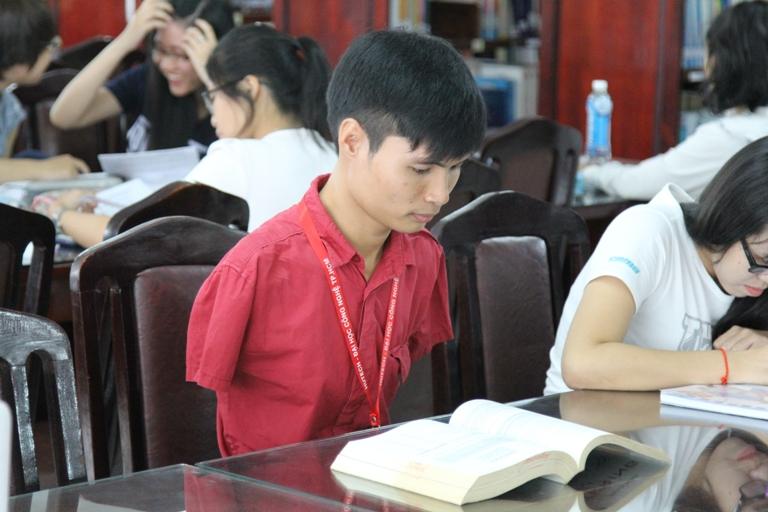 Nghị lực phi thường của chàng sinh viên lớp 14DQT26 - Nguyễn Minh Phú